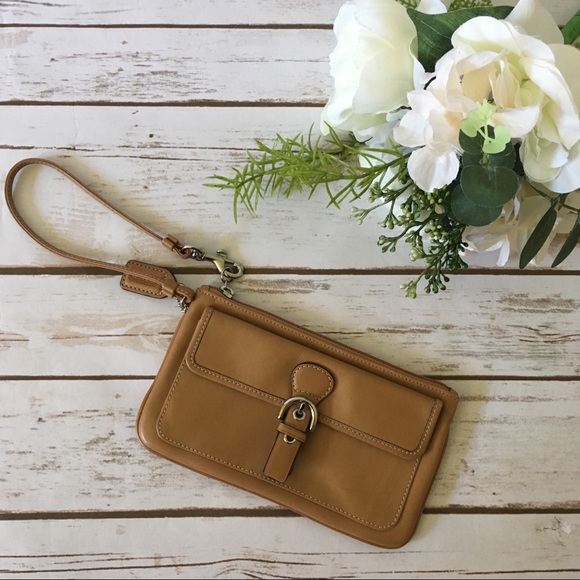 Coach Handbags - New Coach tan leather Wristlet Wallet